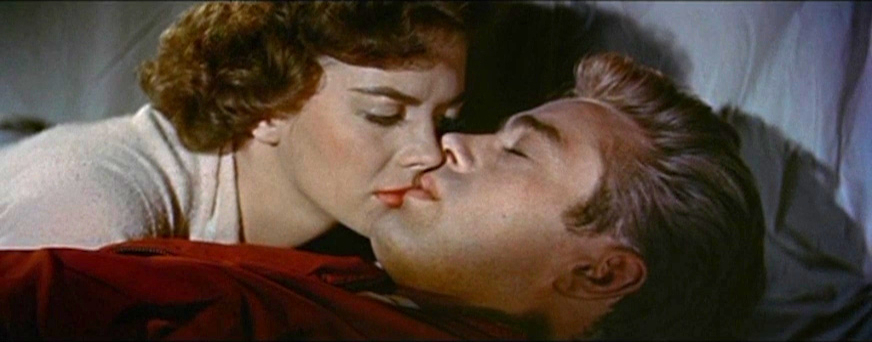 Natalie_Wood_and_James_Dean_in_Rebel_Without_a_Cause_trailer_2