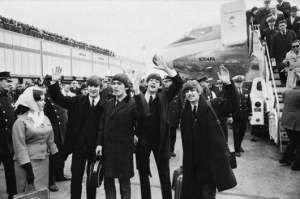 The-Beatles-At-JFK-tarmac-530x353